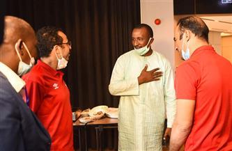رئيس نادي «سونيديب» يزور بعثة الأهلي في فندق الإقامة