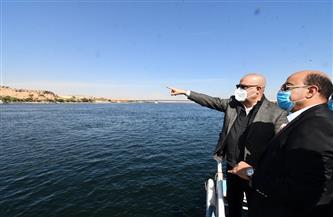 وزير الإسكان يختتم جولته الموسعة بأسوان بتفقد مشروع إنشاء الطريق الإقليمي الشرقي