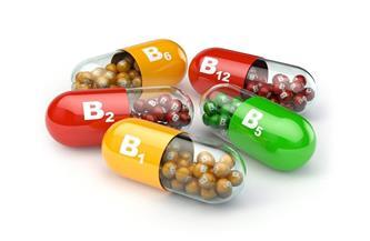هل تناول الفيتامينات يمنع الإصابة بكورونا؟.. أستاذ مناعة يجيب   فيديو