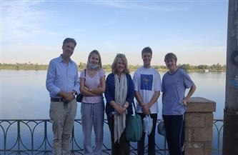 السفير البريطاني وعائلته يزورون معبد أخنوم بمدينة إسنا | صور