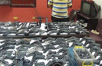 ضبط سائق لإتجاره في الأسلحة النارية والذخائر غير المرخصة بسوهاج