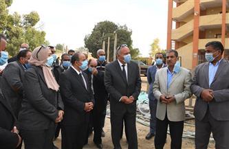 محافظ قنا يتفقد مشروعات حياة كريمة بقرية نجع سعيد بدشنا | صور