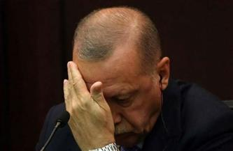"""تقارير: انضمام مستشار أردوغان للمعارضة يضرب بعمق المستقبل السياسي لـ""""العدالة والتنمية"""""""