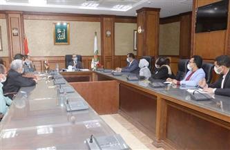 نائب محافظ سوهاج يعقد اجماعا لبحث تطوير القطاع الثقافي والحفاظ على الكتب التراثية | صور