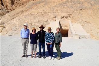 السفير البريطاني وأسرته في جولة بالمعابد الأثرية بمحافظة الأقصر|صور