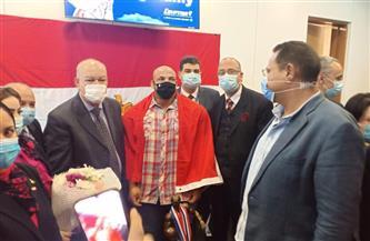 استقبال أسطوري للبطل العالمي «بيج رامي» في مطار القاهرة | صور