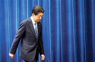 """رئيس وزراء اليابان السابق يعتذر للشعب..والسبب """"حفلة عشاء"""""""