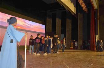 محافظة المنيا تقدم عرضا مسرحيا للتوعية بمخاطر الهجرة غير الشرعية | صور