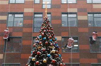 «كورونا لن تحجب الفرحة».. أجراس الكنائس تدوي حول العالم احتفالًا بعيد الميلاد | صور