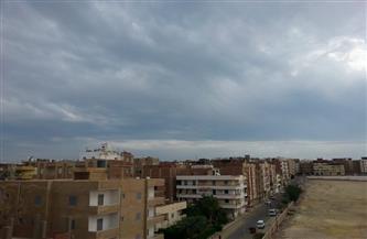 الطقس السيئ يضرب مدن البحر الأحمر.. وأمطار غزيرة على طريق «سفاجا - قنا» | صور