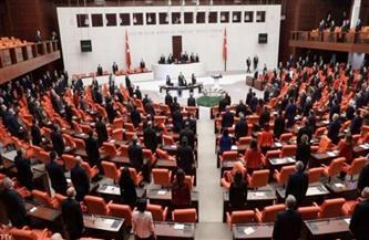 """رغم الانتقادات.. البرلمان التركي يقر قانون """"إسكات المعارضة"""""""