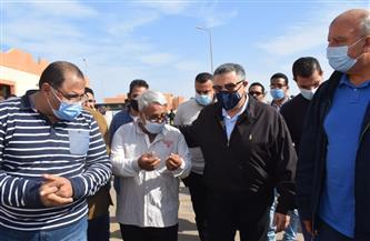محافظ البحر الأحمر يشهد نقل 24 أسرة وتسليمهم شقق ومنازل بديل العشوائيات بالغردقة   صور