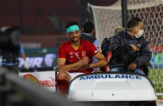 لاعب الأهلي يغادر ملعب السلام في سيارة إسعاف