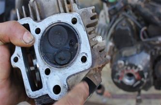 ضبط 561 قطعة غيار دراجة بخارية داخل مخزن غير مرخص ببولاق
