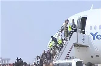 انفجارات في مطار عدن بعد هبوط طائرة تقل الحكومة الجديدة   فيديو