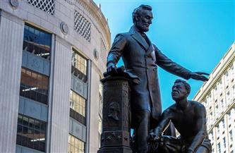 بوسطن تزيل تمثالا للرئيس الأمريكي السابق إبراهام لينكولن