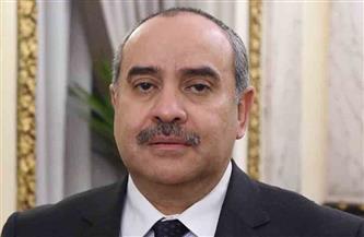 وزير الطيران يهنئ العاملين بمطار القاهرة لحصولهم على شهادة تجديد الترخيص الدولي