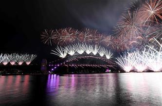 «وداع مخيف لـ2020».. الألعاب النارية تنير شوارع خاوية