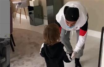 أبناء سواريز يستقبلونه بعد تعافيه من فيروس كورونا   فيديو