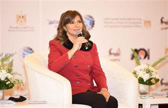 وزيرة الهجرة: الاستفادة بخبرات المصريين بالخارج في تطوير صناعة الغزل والنسيج | صور