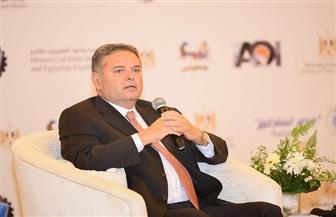 وزير قطاع الأعمال: تطوير 7 محالج بأحدث التكنولوجيا.. وجهود كبيرة لإحياء صناعة القطن| صور