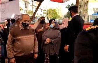 كبار السن يتصدرون المشهد أمام لجان مدرسة عمر بن الخطاب بالأميرية | فيديو