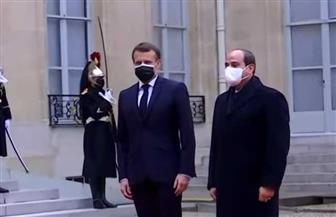 استقبال حافل للرئيس السيسي بالإليزيه.. وماكرون يستقبله فى ساحة القصر | صور