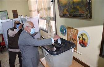 محافظ-بورسعيد-يدلي-بصوته-في-جولة-الإعادة-بمجلس-النواب-في-بورسعيد-