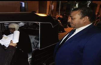 في لفتة إنسانية.. مستشار يخرج من لجنته في كفر الشيخ لتمكين مسنة من التصويت   صور