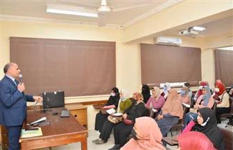 رئيس جامعة الأقصر يلتقي طلاب الدراسات العليا   صور