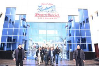 محافظ بورسعيد يشيد بخدمات سوق الأسماك الجديد | صور