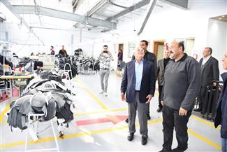 محافظ بورسعيد يتفقد مصنعا للملابس الجاهزة والأحذية بمجمع 54 | صور