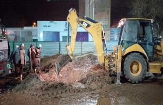 انقطاع المياه عن حي غرب سوهاج لإصلاح خط مياه بميدان العروبة| صور