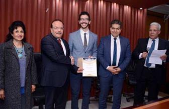 رئيس جامعة طنطا يكرم أوائل خريجي الدفعة 56 بكلية الطب | صور