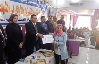 تكريم 75 طالبا وطالبة من المتفوقين بمدارس الواسطى ببني سويف | صور