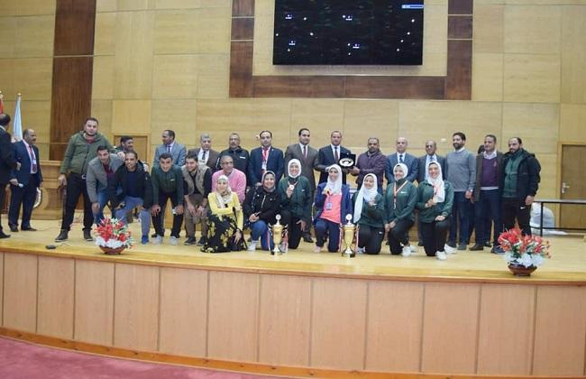 جامعة سوهاج تحتفل بختام فعاليات أسبوع الجامعات الأول و طنطا  تحصل على الدرع العام  صور