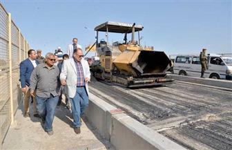 محافظ أسيوط يتفقد أعمال رصف ورفع كفاءة كوبري القناطر الجديدة | صور