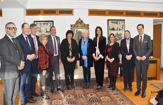 وزيرة الثقافة تلتقى وفد الصداقة البرلمانية لمجلس الشيوخ الفرنسي | صور