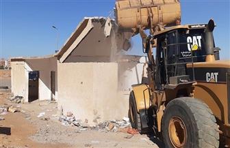 تنفيذ 20 قرار غلق وتشميع وإزالة إشغالات بالحي الثالث بمدينة بدر | صور