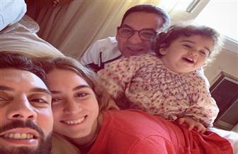 تامر هاشم ينشر صوره مع عائلته
