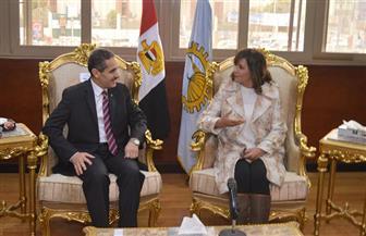 وزيرة الهجرة ومحافظ الغربية يعقدان اجتماعا لمناقشة خطة الاستدامة بالقرى المنتجة والأكثر احتياجا | صور
