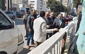 محافظ أسيوط يتفقد شوارع وميادين حي غرب ويزور مسجد المجاهدين الأثري | صور