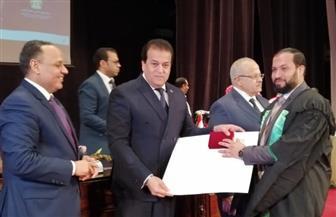 عبدالغفار يشهد احتفالية تسليم الأوسمة والدروع وشهادات التقدير للفائزين بجوائز الدولة | صور
