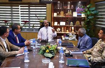 محافظ أسوان يعقد اجتماعا موسعا لمناقشة المخطط العام لتطوير المدينة