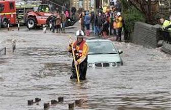"""مقتل شخص واضطراب حركة النقل جراء فيضانات """"خطيرة"""" في بريطانيا"""