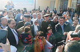 وزيرة الصحة توزع هدايا على الأطفال العائدين من ووهان بمطروح | صور