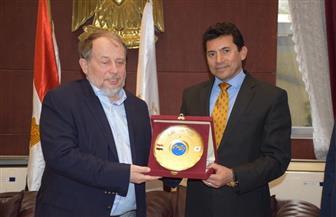 وزير الشباب والرياضة يلتقى رئيس الاتحاد الدولي للرماية