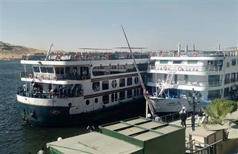 تصادم باخرة سياحية بلنشات ومراكب بأسوان دون وقوع إصابات| صور