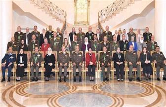 وزير الدفاع يكرم قادة القوات المسلحة المحالين للتقاعد فى يناير 2020   فيديو