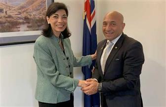 سفيرة مصر في ويلنجتون تبحث ملفات التعاون المشترك مع وزير الدفاع النيوزيلندي |صور